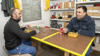 Le midi dans la voiture ou dans un container: les plans B des ouvriers à la fermeture des restos
