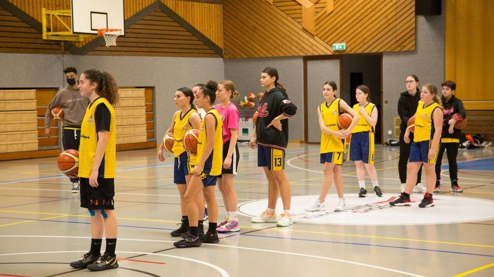 Les basketteuses de moins de 16 ans, comme leurs contemporains des autres sports, font partie des privilégiés qui peuvent continuer à s'entraîner collectivement.