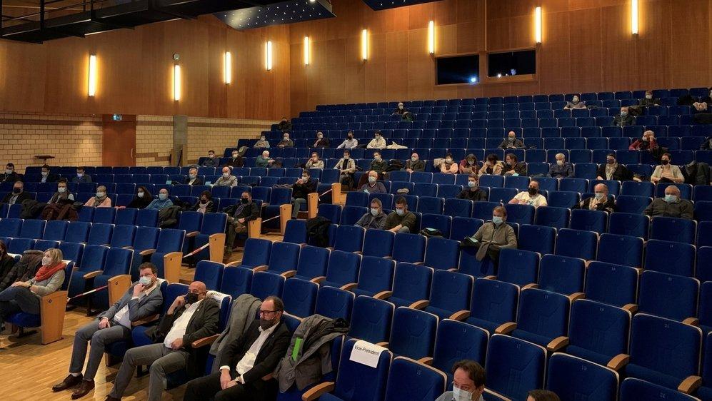 Lundi soir, une soixantaine de citoyens de Savièse ont assisté à la présentation du budget 2021 de la commune.