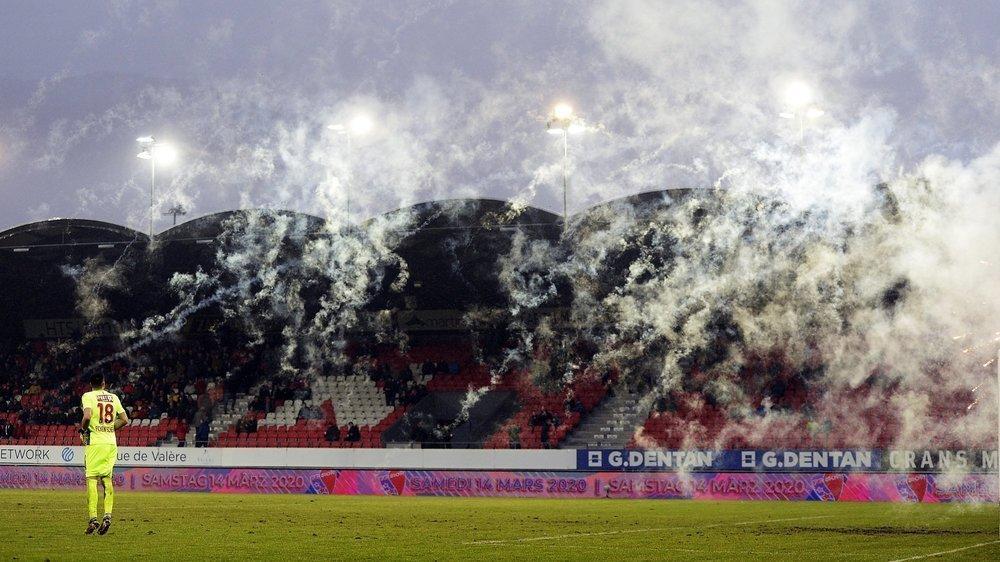 La fumée des torches pyrotechniques perturbe parfois les matchs à Tourbillon.