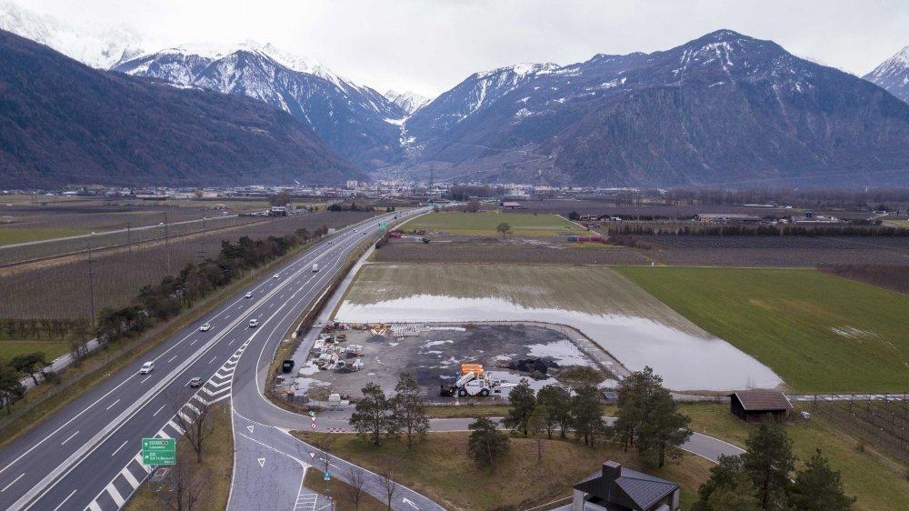 La commune de Martigny veut modifier son plan d'affectation de zones pour faire passer ces surfaces agricoles voisines du centre d'entretien autoroutier de l'Indivis en secteur d'intérêt général pour y installer la nouvelle aire de transit des gens du voyage.