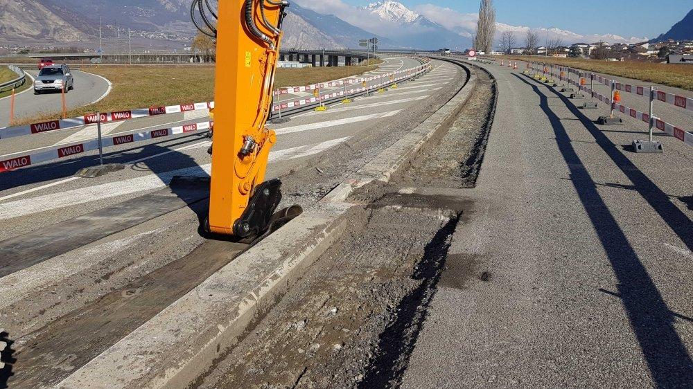Une tranchée a commencé à être creusée le long du viaduc de Riddes.