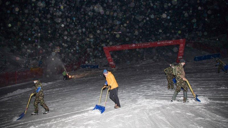 Coupe du monde de ski à Crans-Montana: malgré les chutes de neige, la 2e descente partira à 10 heures