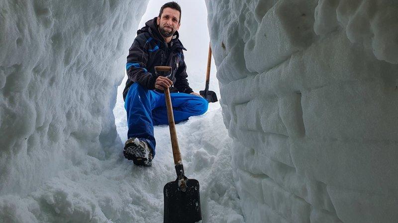 Marcio Morais a commencé par aménager un igloo dans la cabine de son imposant camion.