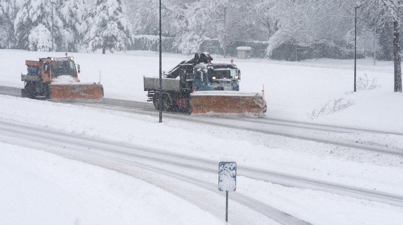 La neige perturbe les trafics routier et ferroviaire, nombreux accidents