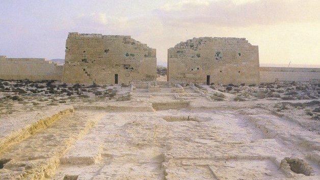 La mission mène des fouilles depuis plusieurs années sur le site du temple de Taposiris Magna pour tenter de retrouver la tombe Cléopâtre.