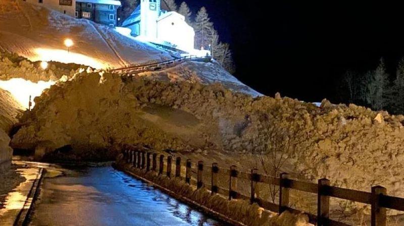 De spectaculaires coupures de routes en Valais