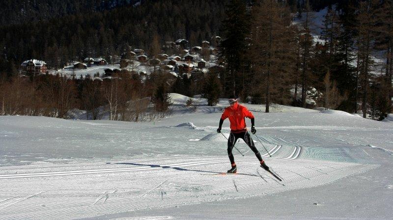 La piste de La Fouly est idéale pour les amateurs de ski de fond, qu'ils soient débutants ou avancés.