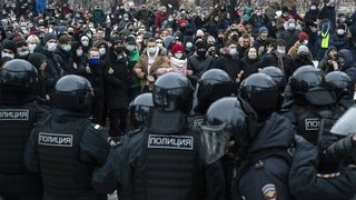 Le Kremlin minimise  la portée des manifestations
