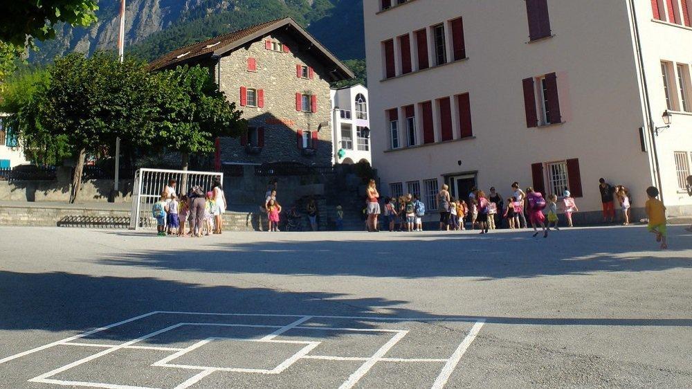 La crèche déménagera du bâtiment et des containers voisins au rez-de chaussée inférieur de l'ancienne école.