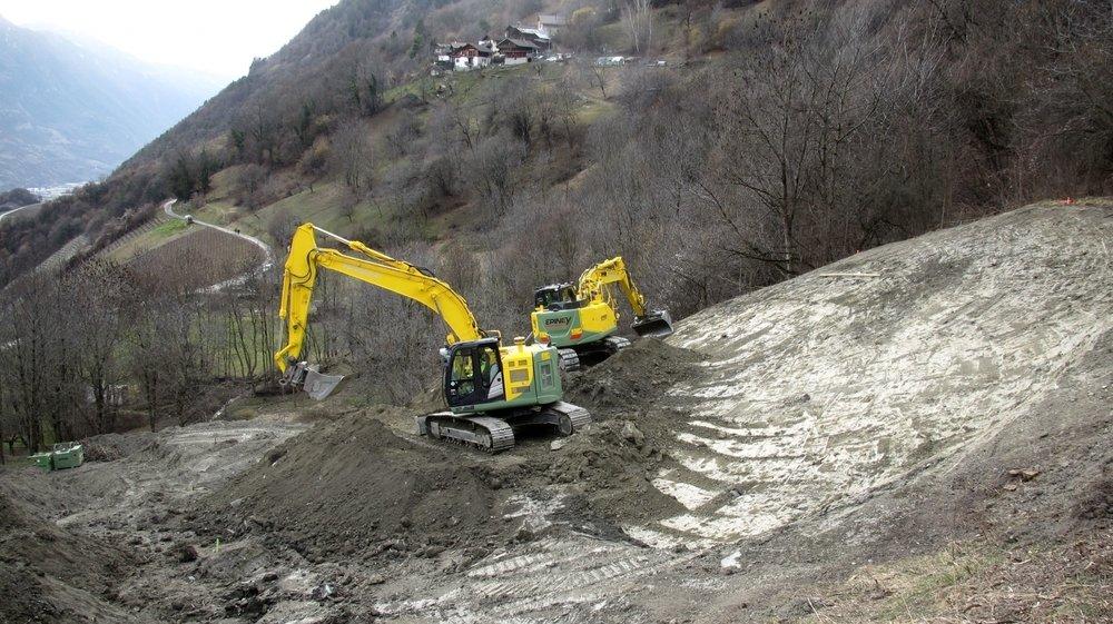 D'envergure, les travaux de sécurisation des torrents de Leytron sont en cours dans le terrain, à proximité de la route Leytron-Ovronnaz, à la hauteur du hameau des Places.