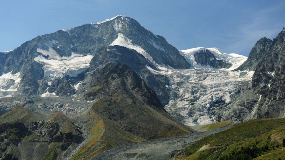 Alors qu'elle était une classique de la région, la face nord du Pigne d'Arolla ne se gravit plus que très rarement, à cause de l'assèchement de la face dû au réchauffement climatique.