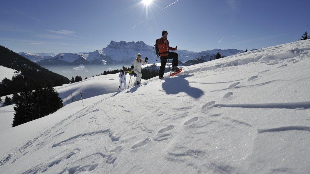 Moins de ski, plus de raquettes, la pandémie bouleverse toutes les habitudes.