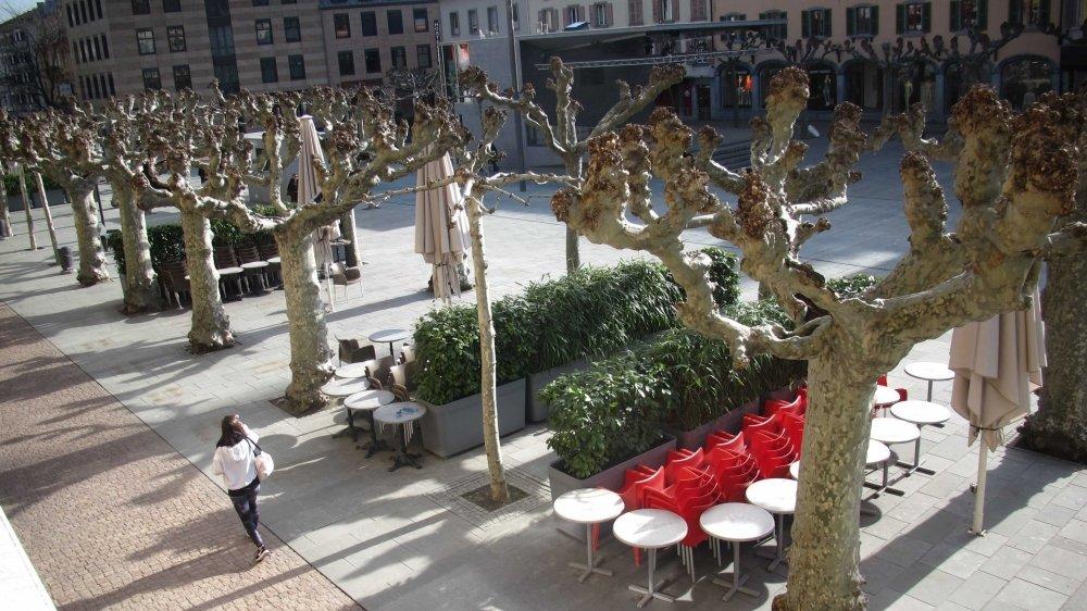 La facturation des locations de terrasses – ici celles de la Place centrale – fait débat à Martigny.
