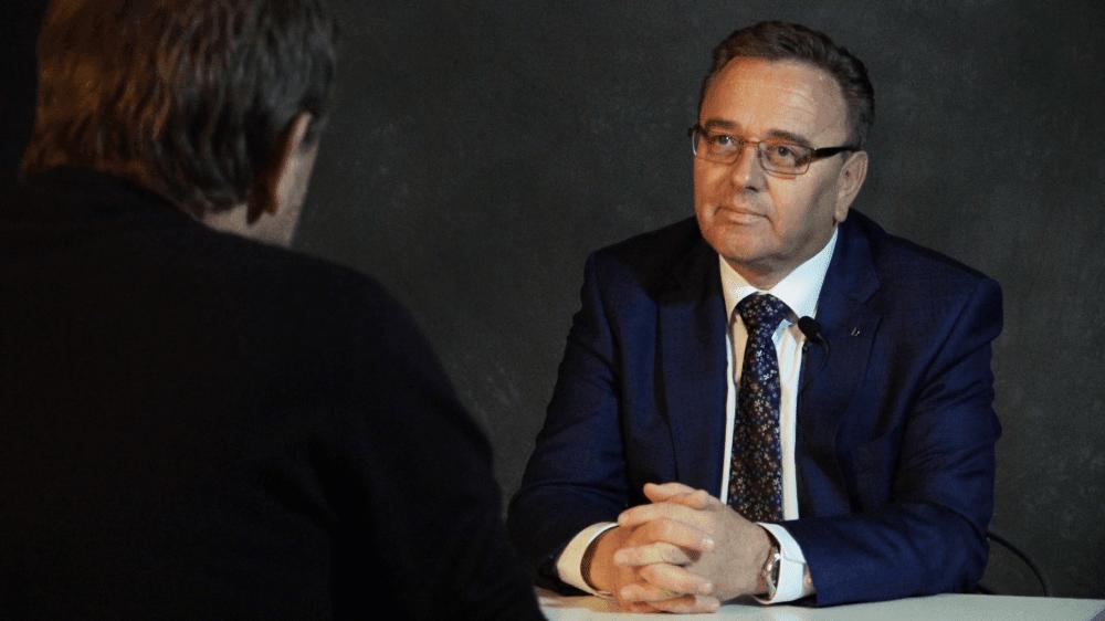 """Le sortant Roberto Schmidt nie être le """"toutou"""" de son colistier Christophe Darbellay et s'imagine plutôt comme le penseur silencieux du gouvernement cantonal."""