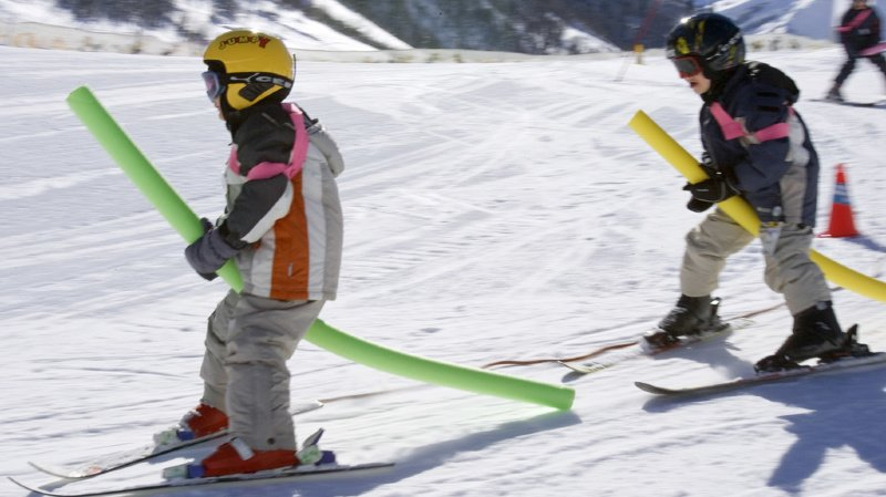 Un projet en Valais pour soutenir le ski à l'école fait des vagues