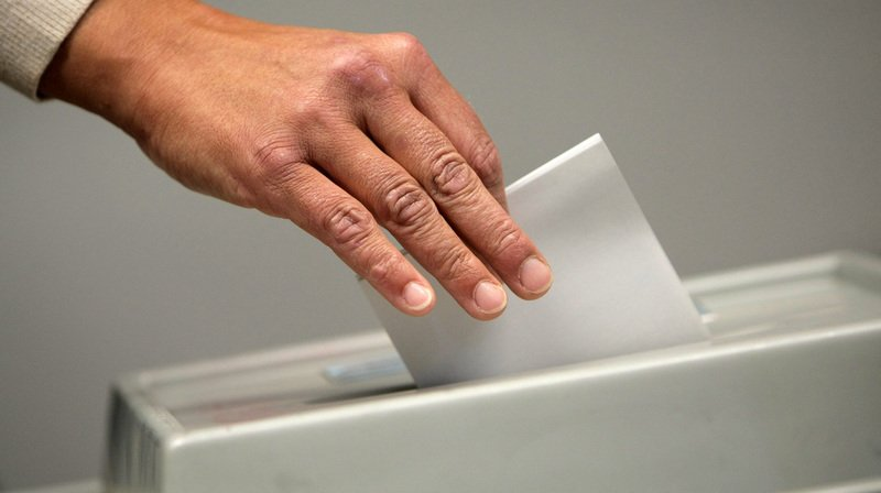 Le référendum contre la loi Covid-19 a abouti: les Suisses seront appelés aux urnes le 13 juin