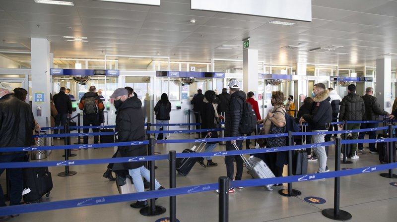 Coronavirus: la Grèce ajoutée à la liste des pays à risque, les Etats-Unis, le Royaume-Uni et l'Irlande retirés