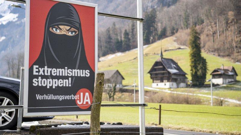 Votations fédérales: l'initiative anti-burqa continue de convaincre selon un sondage