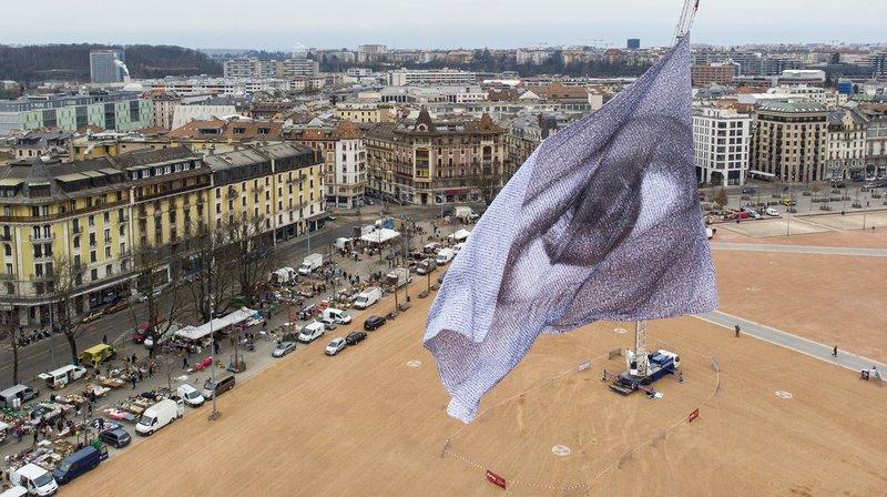 «We are watching» flotte à Genève: un oeil géant pour alerter sur l'urgence climatique