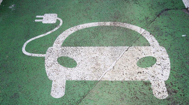 Mobilité: pourquoi les populaires voitures électriques restent encore minoritaires en Suisse