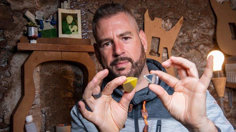 Nos artisans ont du talent: seul plectrier en Suisse, Patrick Hufschmid soigne l'art du détail