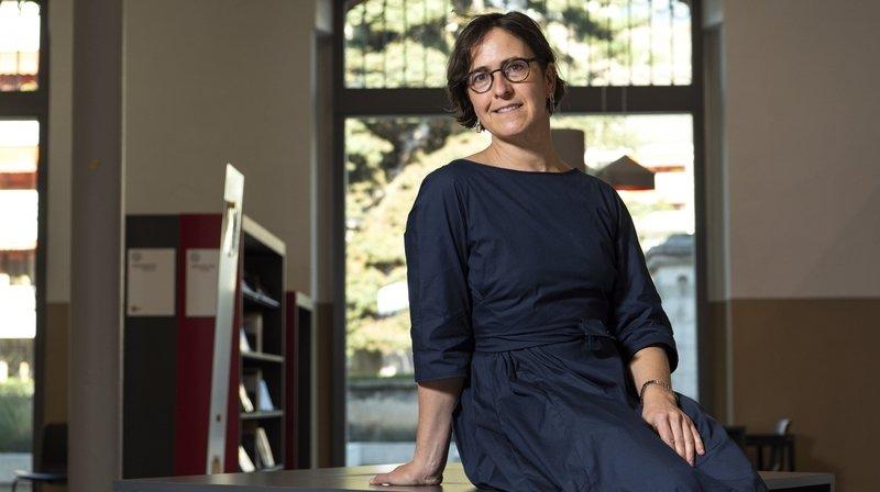 La cheffe du Service de la culture du canton du Valais, Anne-Catherine Sutermeister, passe à table