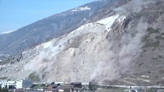 Opération de dynamitage pour sécuriser le village de Rarogne