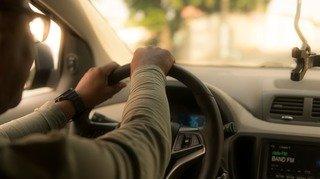 Valais: il avait tenté d'étrangler sa femme alors qu'elle conduisait