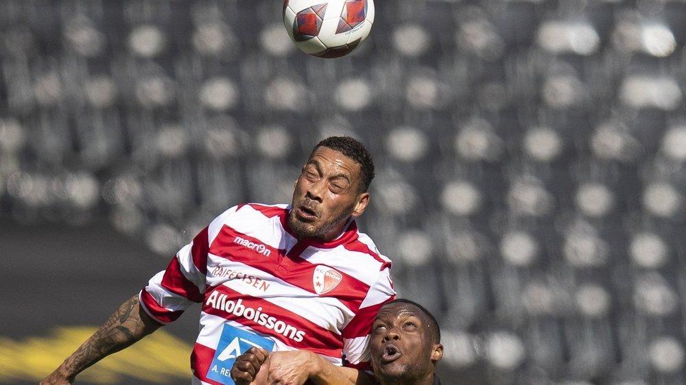 Guillaume Hoarau s'impose au duel aérien face à Christopher Martins, son ancien coéquipier des Young Boys.