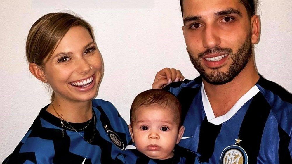 Dans la famille Saffioti, ici Steve (gardien du FC Monthey en 2e ligue inter) avec son épouse Laurène et leur fils Romeo, on est intériste de père en fils.