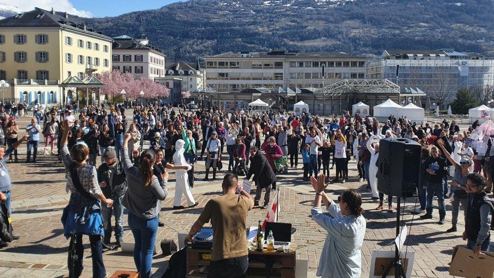Les manifestants ont protesté pacifiquement et en musique.