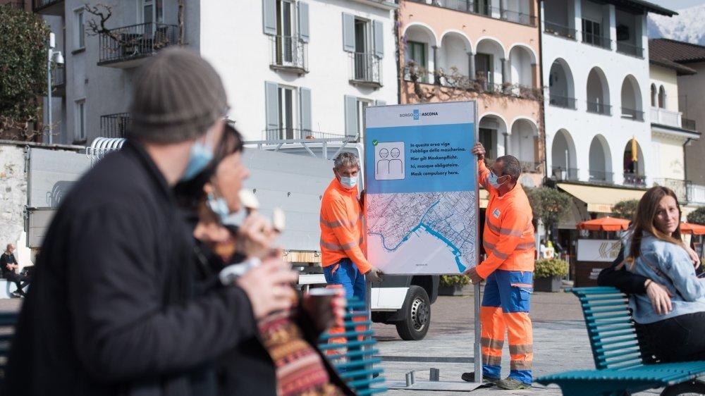 Les employés municipaux d'Ascona préparent la ville au flux  de touristes attendus à Pâques.
