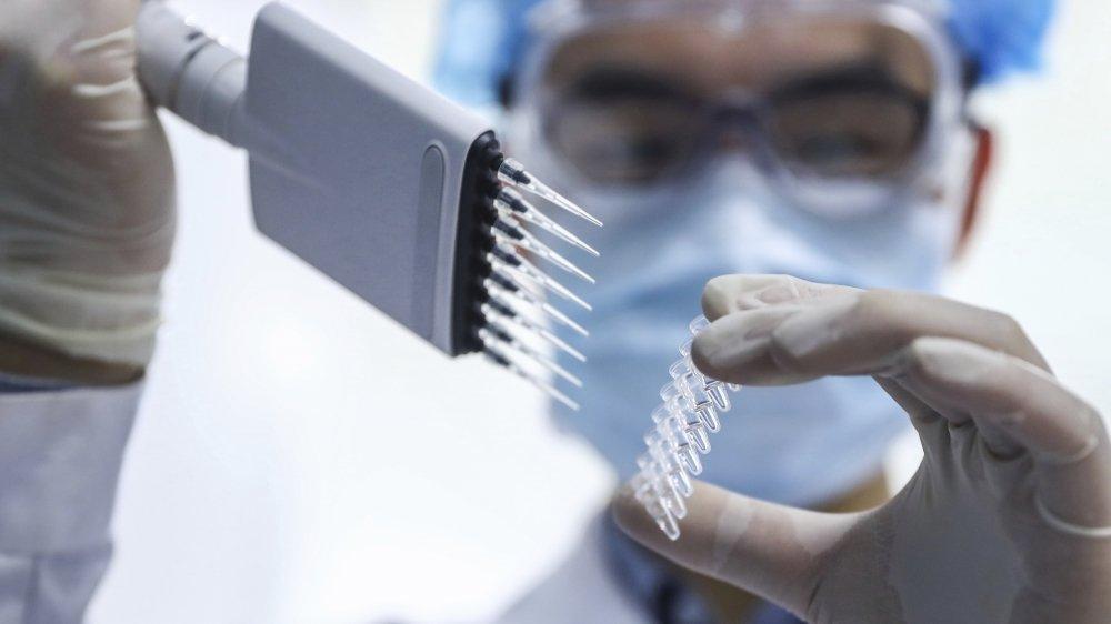 La Chine s'est engagée à livrer 572 mio de doses dans le monde, et à en offrir gratuitement également.