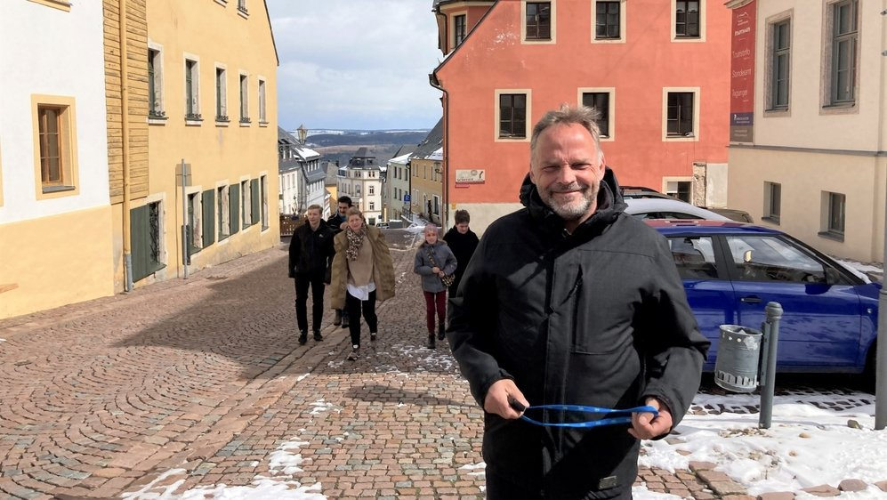 Dans le rues pittoresques de sa ville, le maire d'Augustusburg Dirk Neubauer pense que la lutte contre la pandémie doit mieux tenir compte des communes et des citoyens