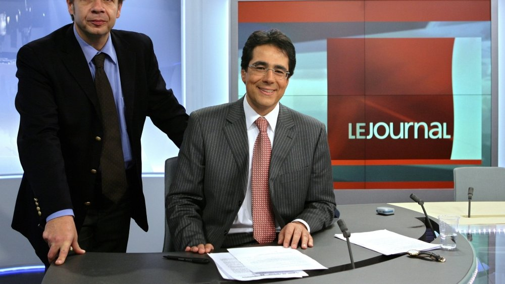 Gilles Marchand (à g.), alors directeur de la RTS, et son présentateur vedette Darius Rochebin en 2005.