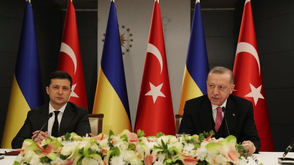 Le président ukrainien Volodymyr Zelensky (g) et le président turc Recep Tayyip Erdogan lors de leur rencontre à Istanbul le 9 avril dernier.