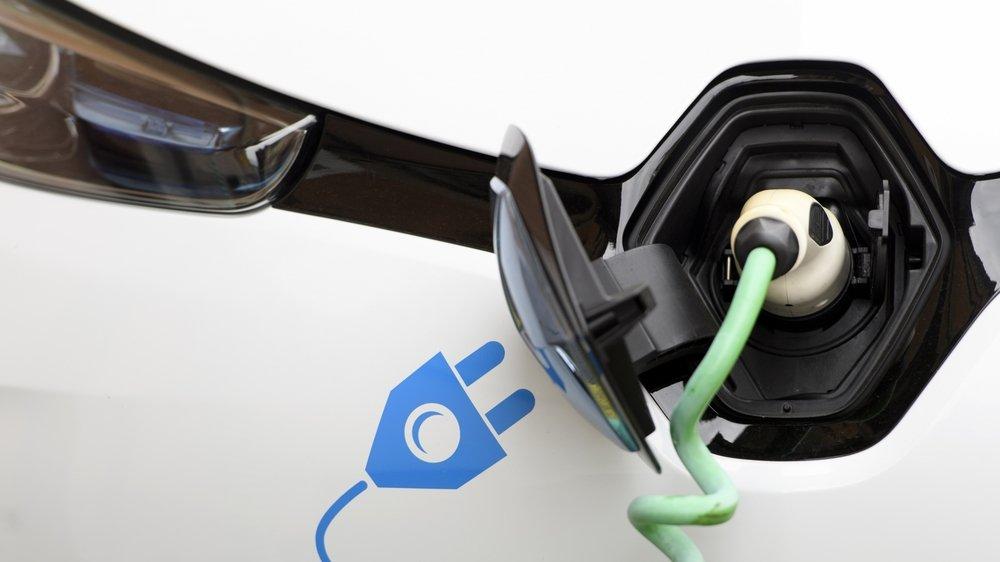 Comment la production de courant helvétique pourra-t-elle accompagner un essor appelé à se poursuivre?  En 2020, 14,3% des nouvelles voitures mises en circulation étaient électriques ou hybrides.