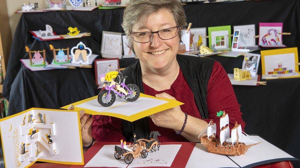 A Monthey, Patricia Favre fabrique des cartes artisanales en 3D.