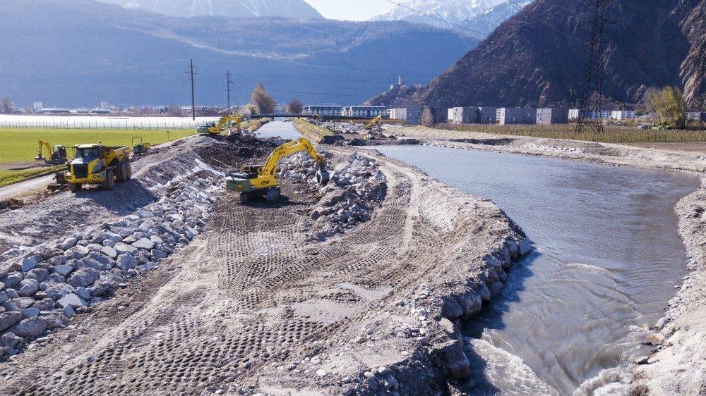A la sortie de Martigny, entre les ponts d'Ottan et du Courvieux, les travaux d'élargissement de la Dranse représentent la première étape du projet de sécurisation et de renaturation de ce cours d'eau entre Martigny-Combe et l'embouchure dans le Rhône.
