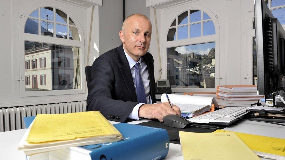 Nicolas Dubuis reste bien assis sur son siège de procureur général à la rue des Vergers, à Sion.