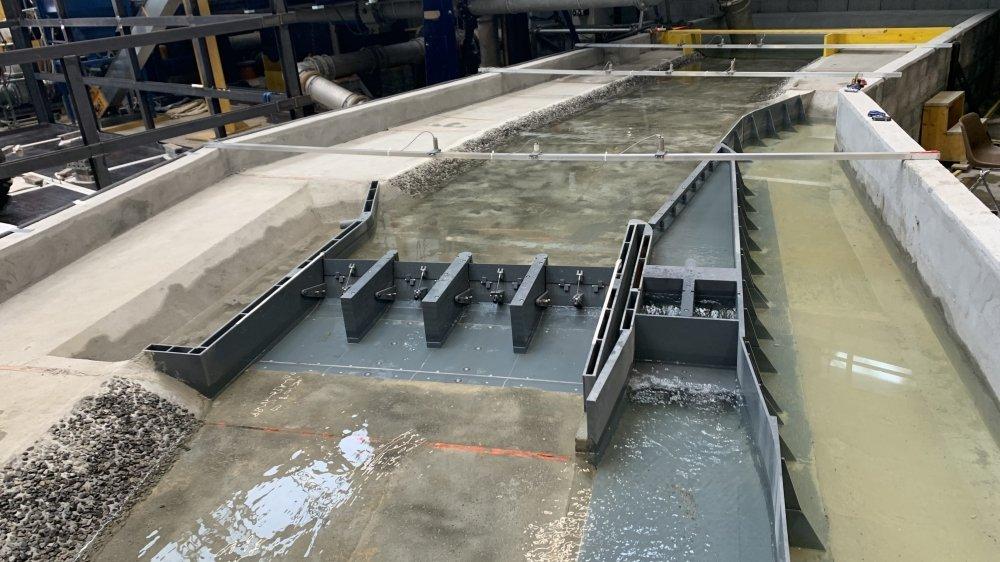 A l'aide d'une maquette au 1:45, la Plateforme de constructions hydrauliques de l'EPFL a testé le projet de barrage sur le Rhône à Massongex.