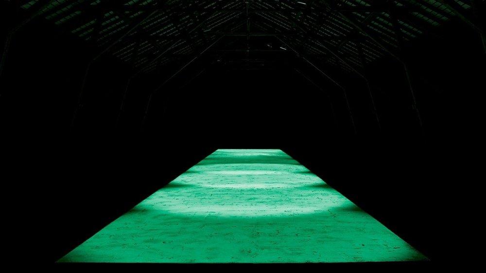 Le tapis phosphorescent imaginé par Barbezat-Villetard, un duo primé à de nombreuses reprises.