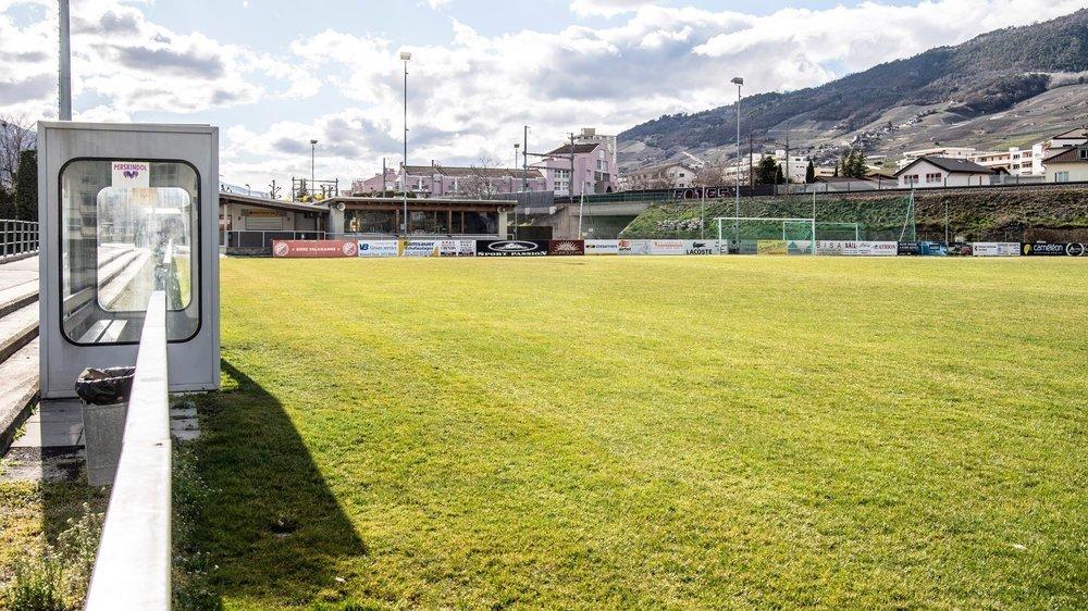 Le stade des Condémines, à Sierre, attend toujours le retour des actifs comme tous les terrains de séries inférieures.