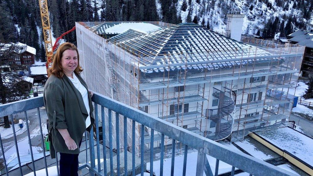 Directrice du complexe Intersoc de Zinal, Lieve Buntinx indique que le chantier de l'hôtel Les Diablons devrait s'étendre jusqu'au 30 novembre 2021.