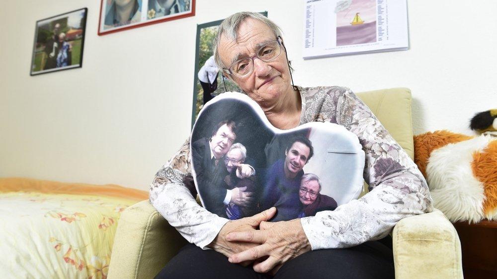 Micheline Nançoz (71 ans), résidente du foyer de la FOVAHM à Saxon, ne cesse de pleurer lorsqu'elle raconte les nombreuses quarantaines qu'elle a dû subir depuis un an. «J'en ai marre.»
