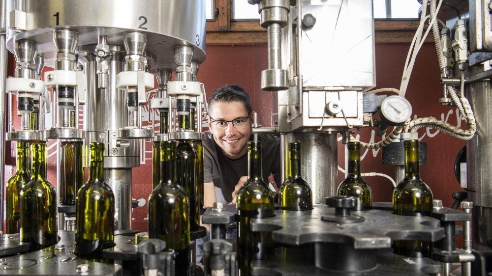 En pleine mise en bouteilles. Nicolas Cheseaux nous promet un nouveau millésime étincelant.