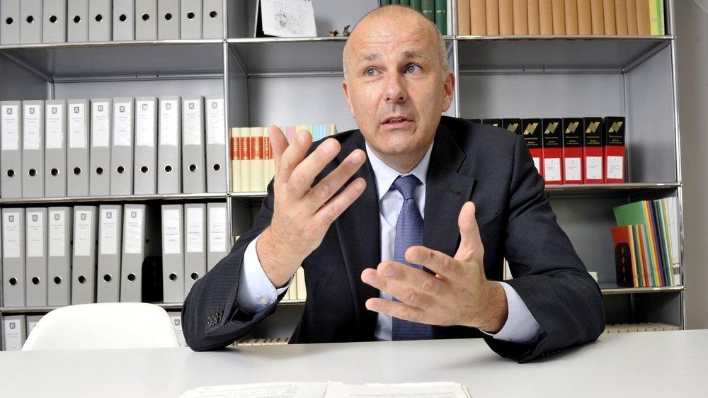 Le procureur général du Valais Nicolas Dubuis a été réélu de justesse après un débat à huis clos au Grand Conseil.