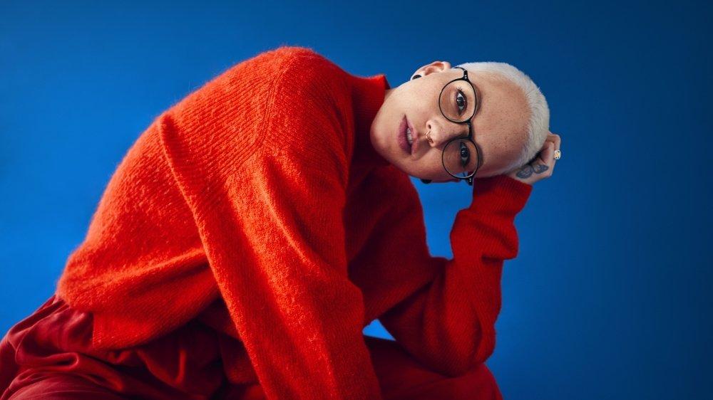 Stefanie Heinzmann chemine, évolue, surprend, se surprend elle-même. Maîtresse de ses choix, elle envisage sa carrière et sa vie comme une aventure qu'elle est curieuse de poursuivre.