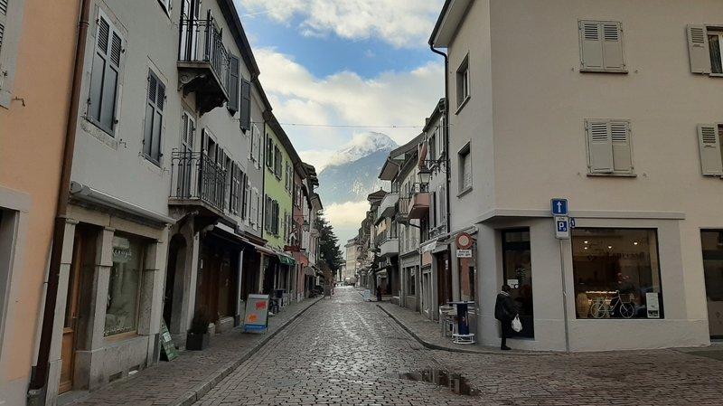 Coronavirus: à Saint-Maurice, la Grand-Rue fermée à la circulation pour privilégier les terrasses